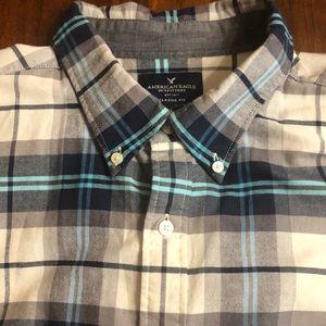 AE Men's Button Up Shirt NWOT